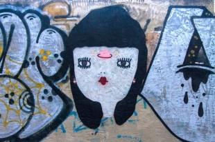 La Fille Bertha: dalla carta ai muri di Cagliari, Vienna e Berlino. E sulle t-shirt YESEYA!