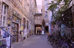 Casa Schwarzenberg, la street art tra passato e presente