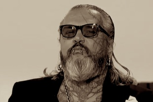Sven Marquardt, l'alter ego artistico dell'irriverente custode del Berghain