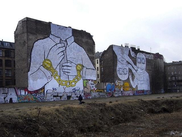 Berlino senza la street art: Blu si colora di nero